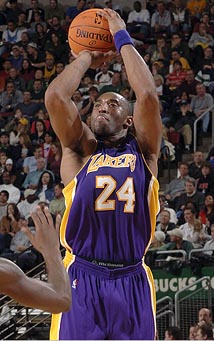 Kobe_Bryant_pulls_up_for_the_jumpshot