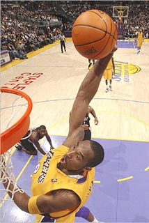 Kobe_Bryant_skies_to_the_hoop_for_the_jam